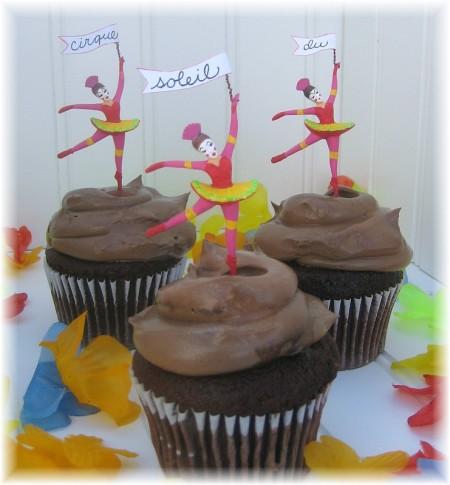 cirque party cupcakes